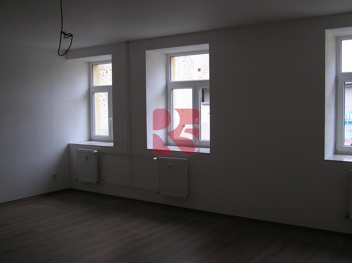 Pronájem bytu 1+ kk, 50 m2, v nově zrekonstruovaném domě v centru města Dobříš