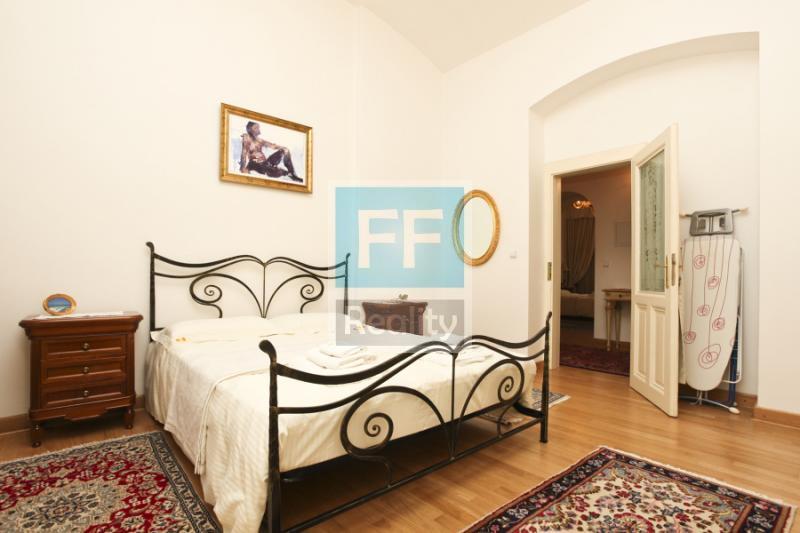 Pronájem luxusního bytu 4+kk, 107m2, ul. Truhlářská, Praha 1 - Nové Město.