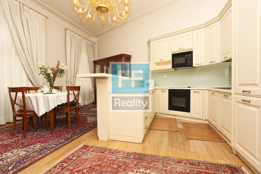 Pronájem luxusního bytu 3+kk, 69m2, ul. Truhlářská, Praha 1 - Nové Město.