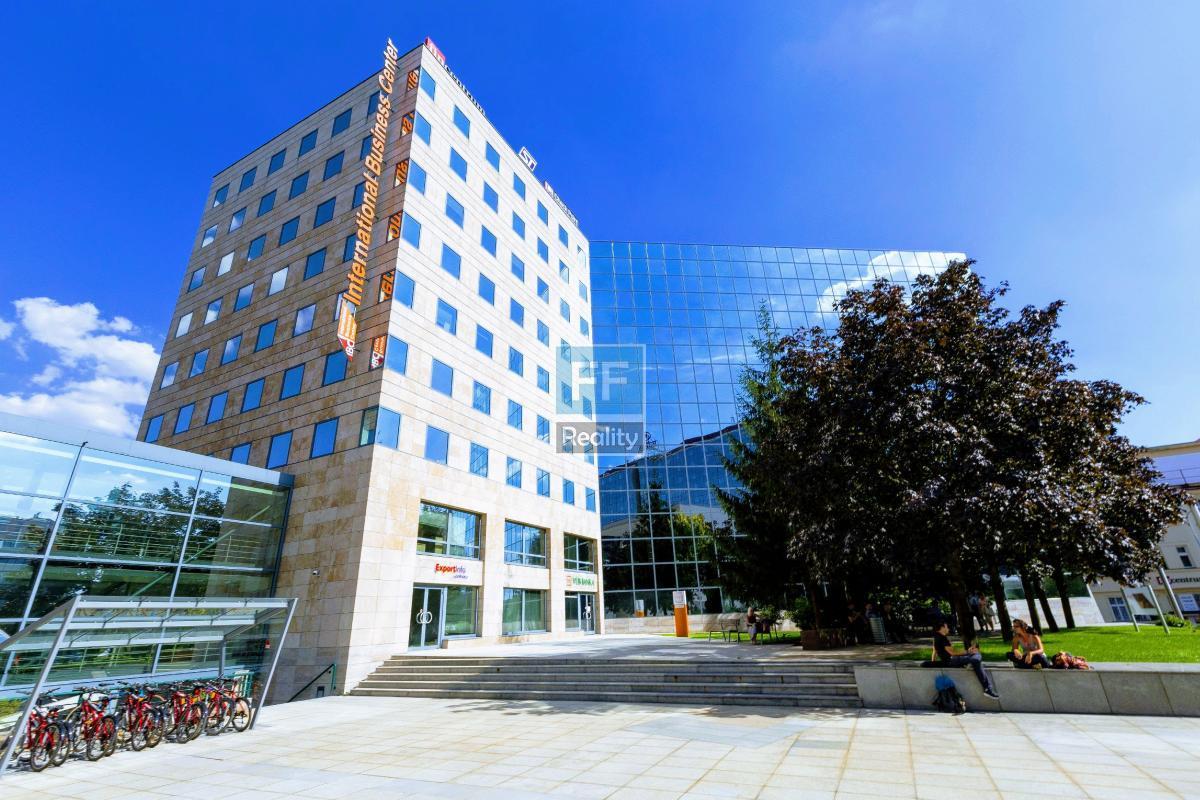 Pronájem kancelářských prostor 194m2 v ul. Pobřežní, Praha 8 - Karlín.