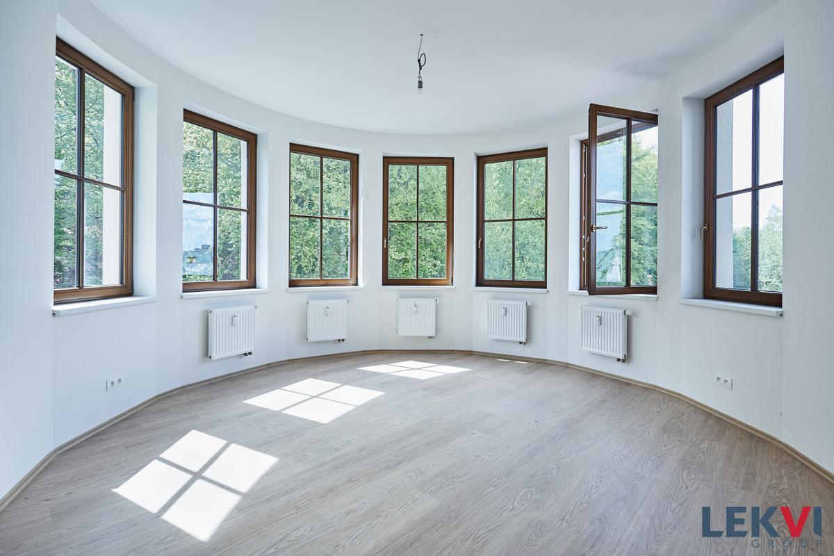 Nový atraktivní prostorný byt v novostavbě - rezidence Svahová