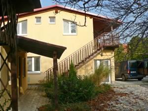 RD Radava nedaleko termálních koupelí Podhájská.